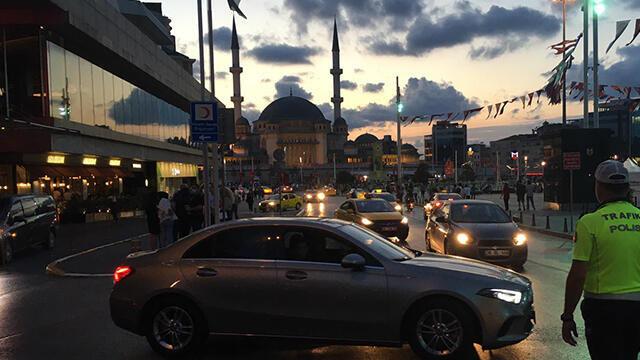 Beyoğlu ve Kadıköy'de polis denetimleri