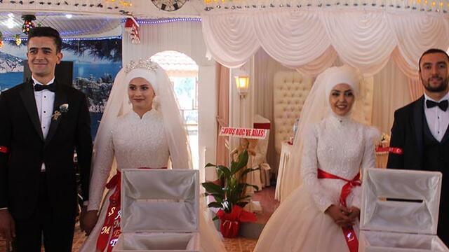 İki kardeş salgın nedeniyle aynı düğünde evlendi