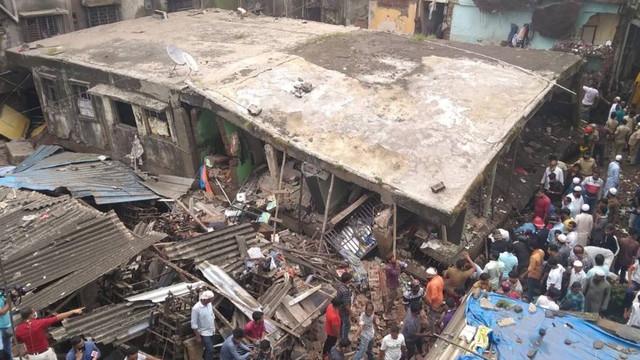 Hindistan'da facia! 3 katlı bina çöktü: 10 ölü