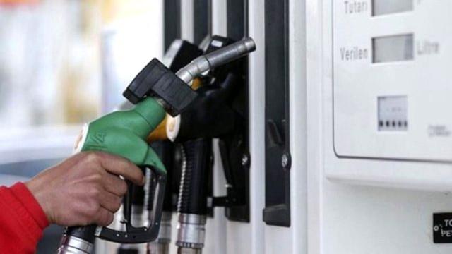 Araç sahiplerine müjde: Benzine indirim geldi