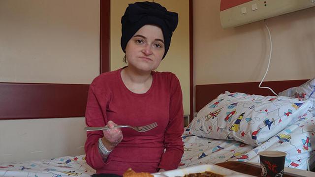 Kelebek hastası genç kadın, 27 yıl sonra ilk kez et yedi