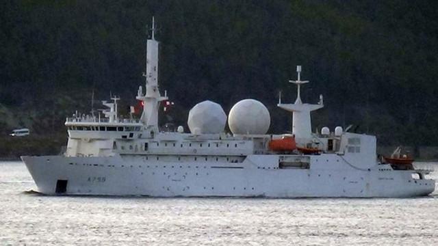 Fransız istihbarat gemisi boğazdan geçti