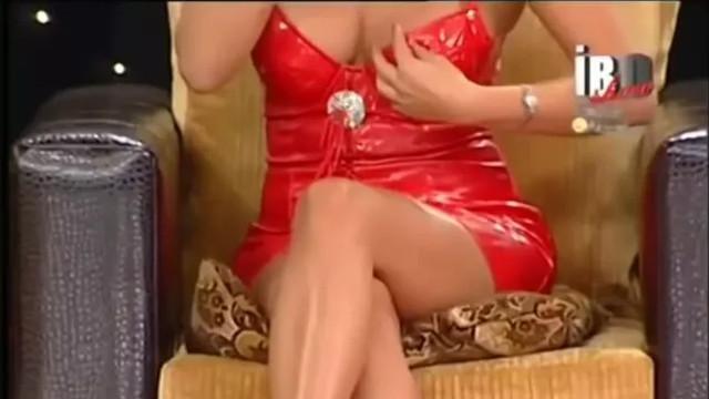 Tuğba Ekinci yıllar önce giydiği seksi elbiseyi İbo Show için yeniden diktirdi