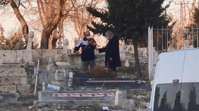 Yer: Malatya... Mezar başında keman çaldırdı