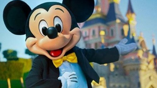 Disneyland koronavirüs aşı merkezi oldu