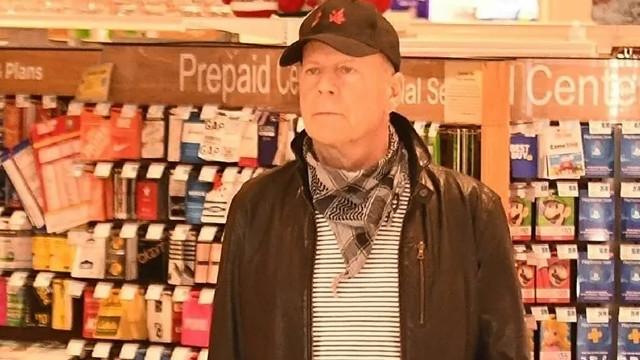 Maske takmayı reddeden Bruce Willis kovuldu