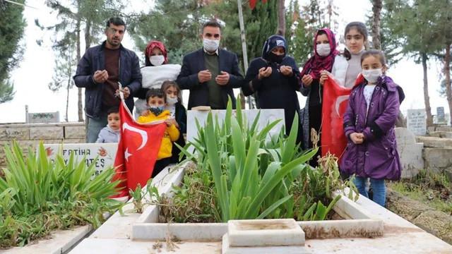 Şehit ailesi mezar başında sevinç gözyaşları döktü