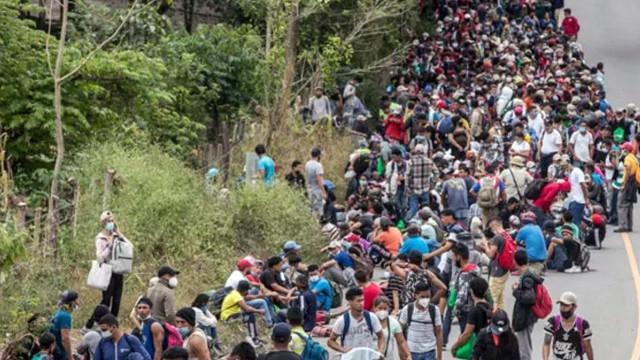 Biden'in açıklaması sonrası binlerce göçmen yola koyuldu