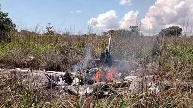 Futbolcuları taşıyan uçak düştü: 6 ölü