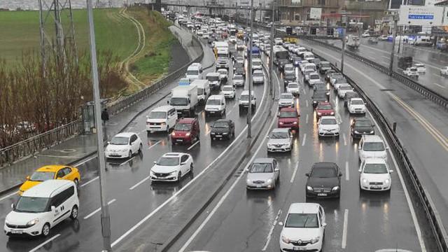 İstanbul'da trafik felç oldu! Yoğunluk yüzde 80'i aştı