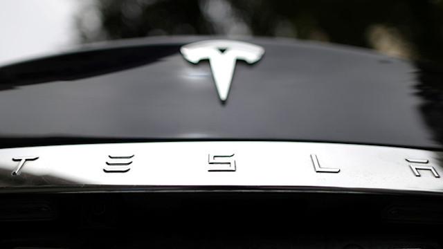 Tesla 158 bin aracını geri çağırıyor