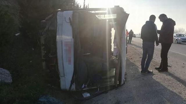 Yolcu otobüsü, su kanalına devrildi: 18 yaralı