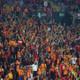 Galatasaraylı bazı taraftarlar, maç sonu takımı ıslıkladılar