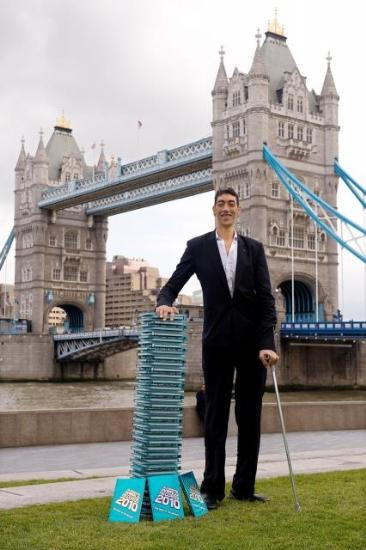 Dünyanın en uzun adamı seçildi