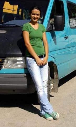 Üniversiteli kız şoförlük yapıyor