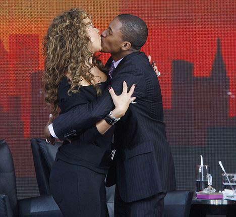 Canlı yayında öpücük sakarlığı