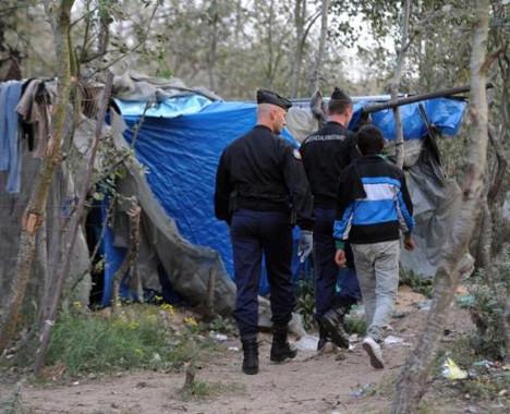 Fransızlar mülteci kampını bastı