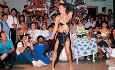Şöhret hayatına dansözlükle başladı