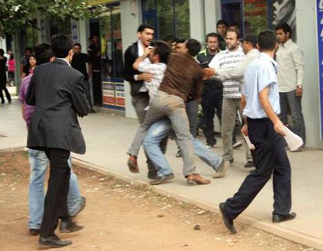 Öğrenciler kavga etti