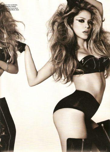 Shakira bir öyle, bir böyle