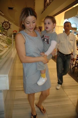 Aşkın Nur Yengi kızıyla görüntülendi