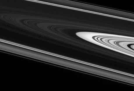 İşte Satürn uydusunun gizemli kareleri