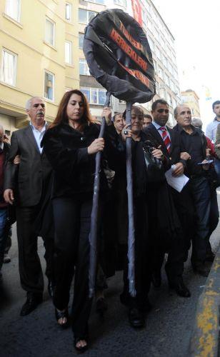 Tuncelililer CHPyi protesto etti