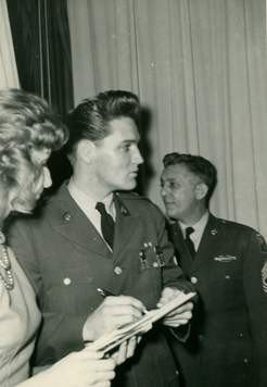 Elvis Presleyin bilinmeyen fotoğrafları