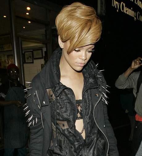 Rihannaya yaklaşmayın !