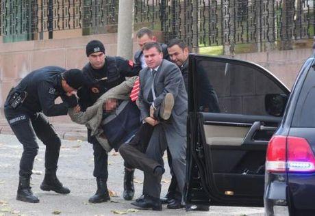 Eylemciye karga tulumba gözaltı