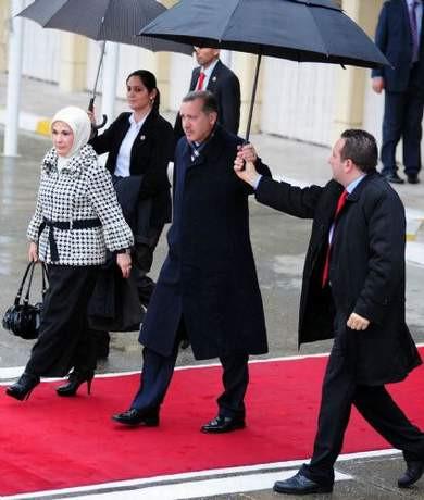Erdoğanın arkasından böyle güldüler