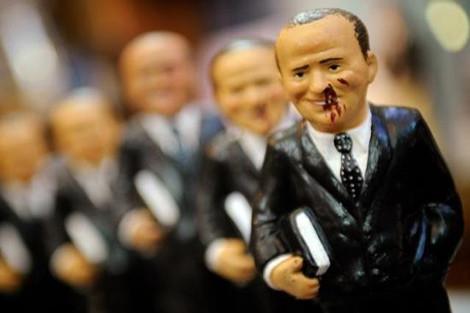 Dayak yiyen Berlusconi oyuncakları