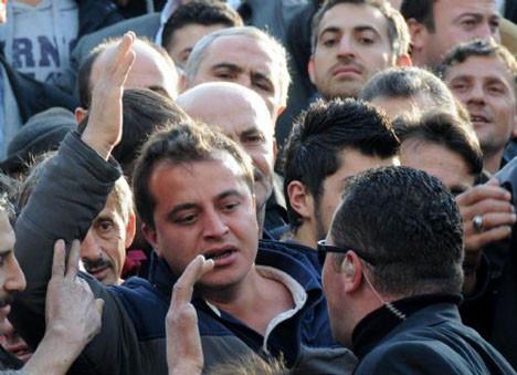 Erdoğanı protesto etti
