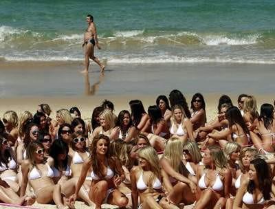 Bikinili kızlar rekor kırdı
