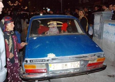 Bu arabada kaç kişi var ?