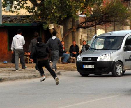 Polisten kaçtı, vatandaş yakaladı