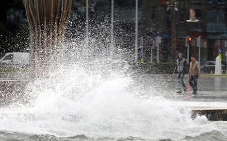 Lodos ve fırtına şehri denize çevirdi !