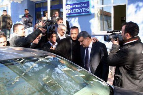 AKPli başkan işçiyi vurdu