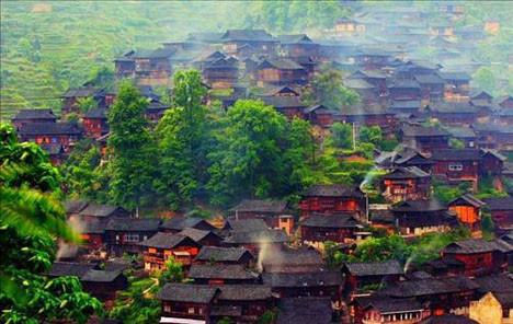 Çinde doğa harikası bir köy Miao