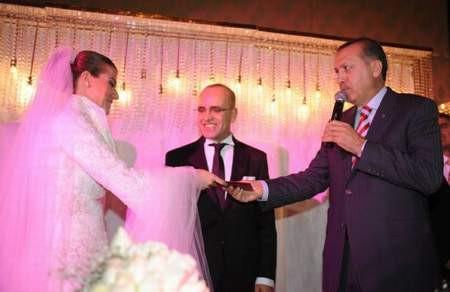 Maliye Bakanı Şimşek evlendi !