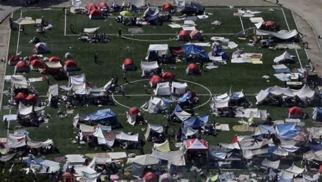 Depremin ardından skandal fotoğraflar