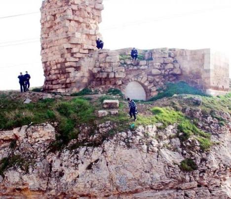 Tarihi kalede intihar kovalamacası