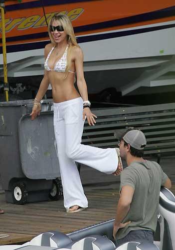 Anna Kournikova ve Enrique Iglesias güz tatilinde