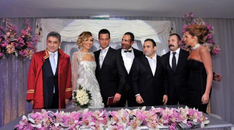 Demet Akalın evlendi