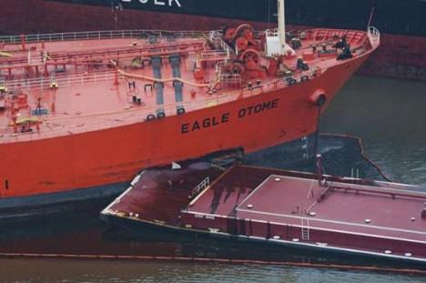 Dev tankerler böyle çarpıştı