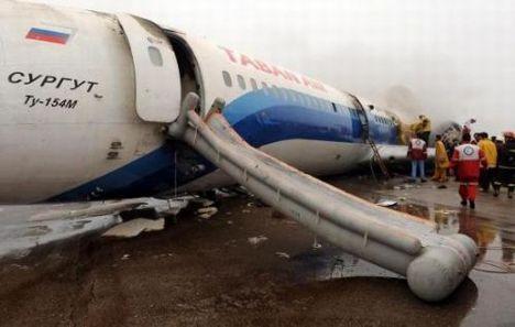 Yolcu uçağı inerken alev aldı