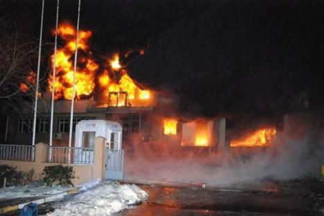 İstanbulda 2 fabrika kül oldu!