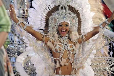 Rio Karnavalı a kafa tutuyor