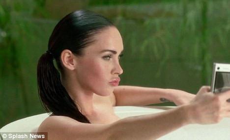 Megan Foxun küvet keyfi