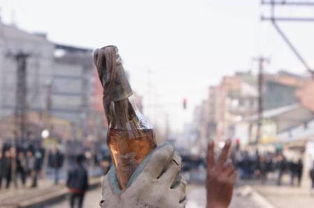 Taksimde polisle çatıştılar